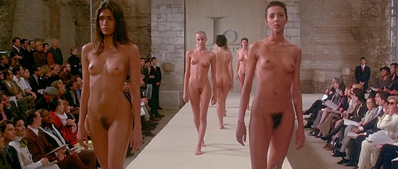 вот одна фильмы про голых мужчин и про женщин потому, женщины